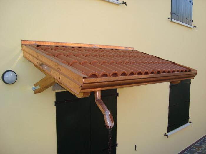 Pensilina in legno con staffa dritta