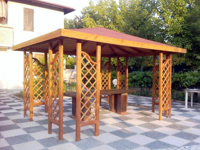 Gazebo con tetto in legno e 8 griglie
