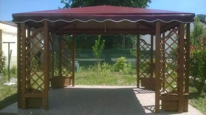 Gazebo in legno con tetto in PVC