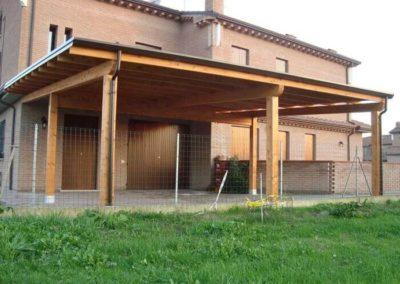Tettoia in legno ADDOSSATA SU MISURA